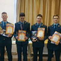 Награждение победителей районного лично-командного первенства по стрельбе из оптико-электронного оружия среди учащихся ОУ Кировского района